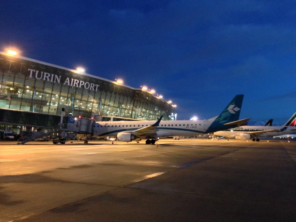 Aeroporto Torino : Cronaca caselle aeroporto chiuso tutta la notte per un